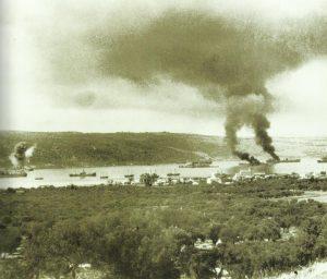 brennende Schiffe Suda-Bucht