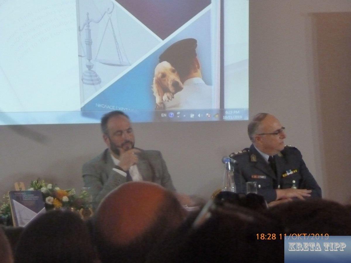 Polizeichef Nikos Chrysakis (rechts)